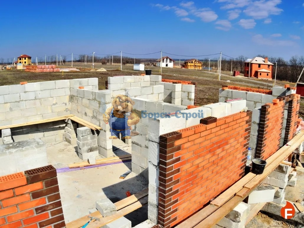 процесс строительства кирпичного дома